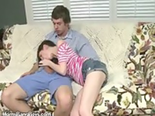 mother i shows daughter how to engulf knob