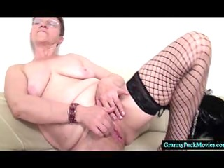 Plump granny showing huge hairy pussy