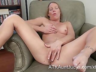 d like to fuck alyssa dutch spreads her legs
