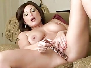breasty cougar d like to fuck in heels masturbates
