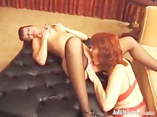mature lesbians licking cum-hole