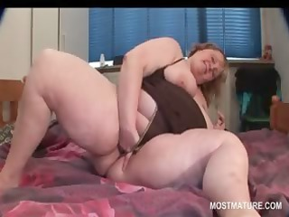 bbw turned on aged pushing sex tool in her cunt