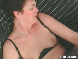 older whore having great cum-hole fisting part2