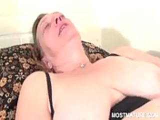 older vibrating her lust muff
