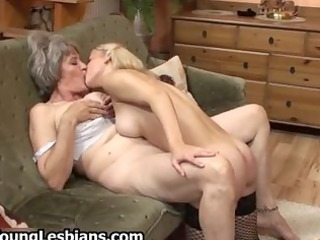bulky older wife acquires her unshaved fur pie