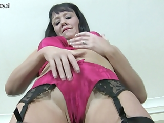 hawt older cougar doxy likes to receive wet
