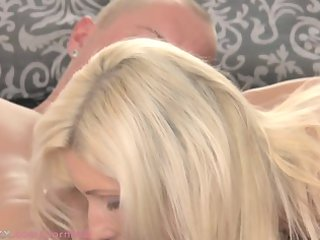 mom blonde d like to fuck makes love to her stud