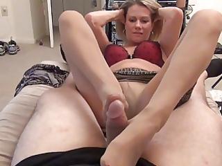 mama gives hose foot job d24