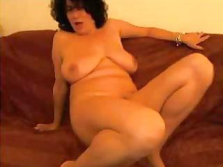 Plump mature amateur tries to be sexy on the