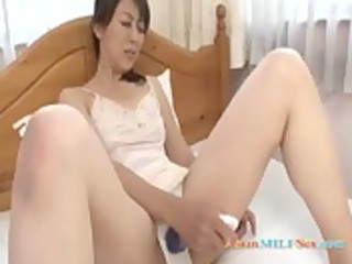 slim mother i with unshaved snatch masturbating
