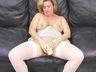 mother i makes herself squirt