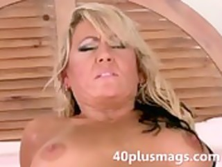 divorced blond mother i goes anal