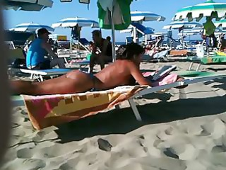thick gazoo mother i on the beach