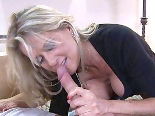 blond d like to fuck with large mounds sucks
