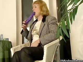 aged blond housewife likes to fuck