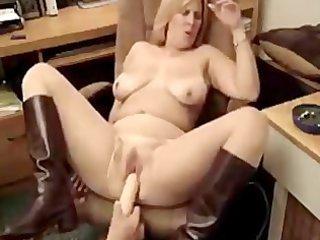 hawt bulky mother i smokin 1